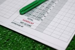 ゴルフコンペのスコアを集計し景品を決める